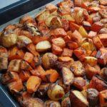 תפוחי אדמה ובטטות אפויות בתנור