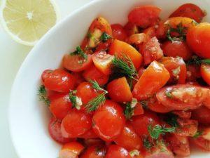 סלט עגבניות שרי חריף