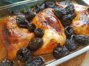 עוף בשזיפים בתנור
