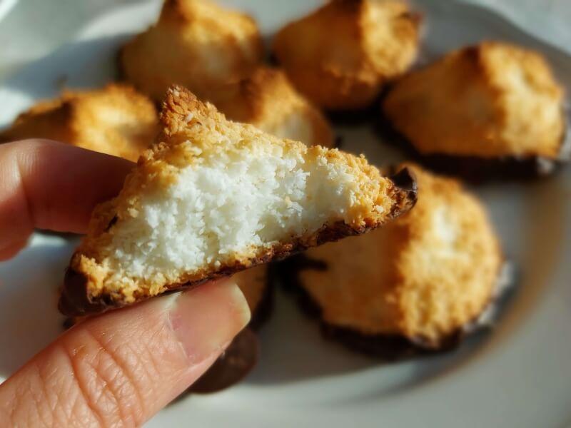 עוגיות קוקוס קלאסיות עם שוקולד