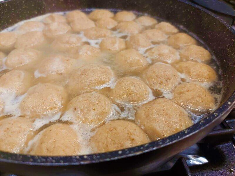 כדורי קניידלך מתבשלים